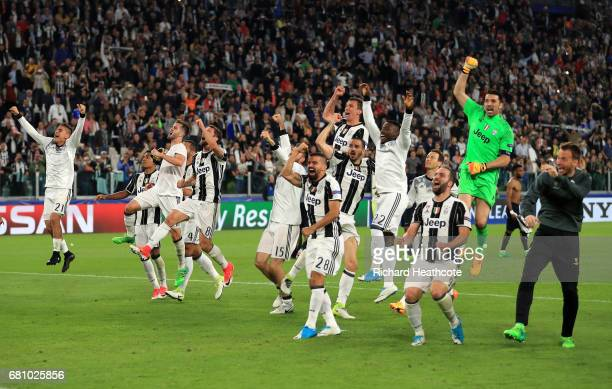 Juventus celebrate victory after the full time whistle in the UEFA Champions League Semi Final second leg match between Juventus and AS Monaco at...