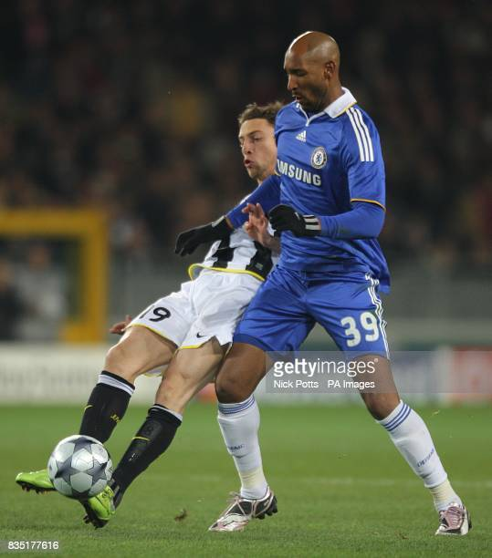 Juventus' Claudio Marchisio and Chelsea's Nicolas Anelka battle for the ball