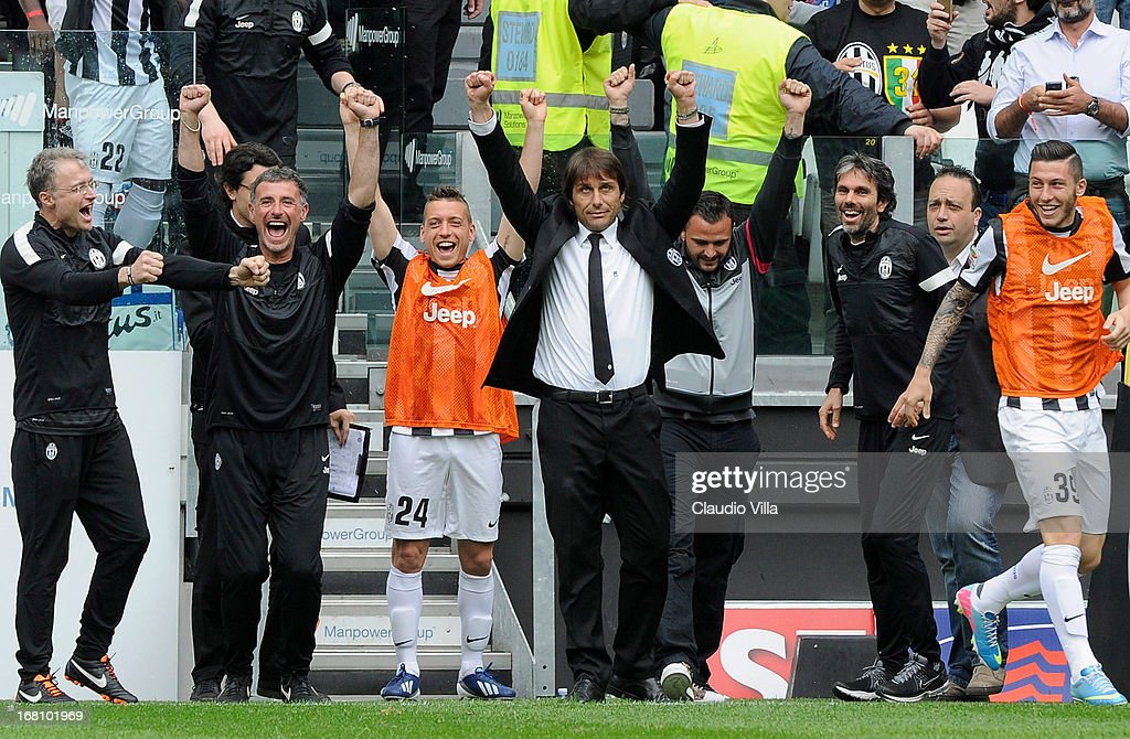 Juventus coach <a gi-track='captionPersonalityLinkClicked' href=/galleries/search?phrase=Antonio+Conte&family=editorial&specificpeople=2379002 ng-click='$event.stopPropagation()'>Antonio Conte</a> (C) celebrates at the end of the Serie A match between Juventus and US Citta di Palermo at Juventus Arena on May 5, 2013 in Turin, Italy.