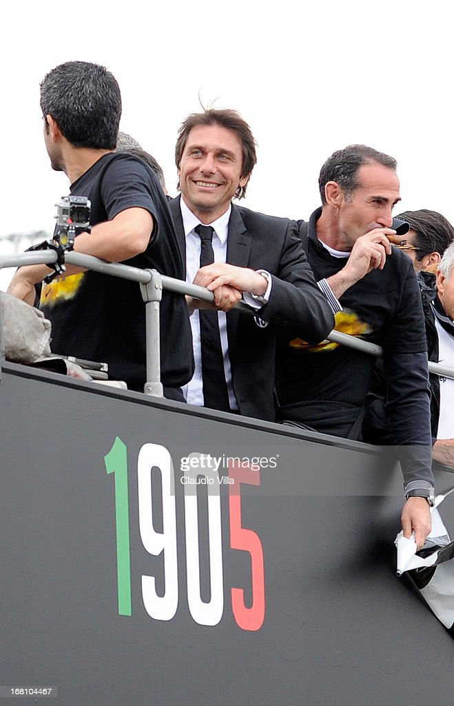 Juventus coach Antonio Conte (C) celebrates at the end of the Serie A match between Juventus and US Citta di Palermo at Juventus Arena on May 5, 2013 in Turin, Italy.
