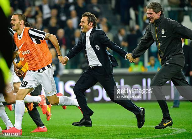 Juventus' coach Antonio Conte celebrates with his players at the end of the Serie A match Juventus vs Atalanta on May 05 in Alps stadium the...