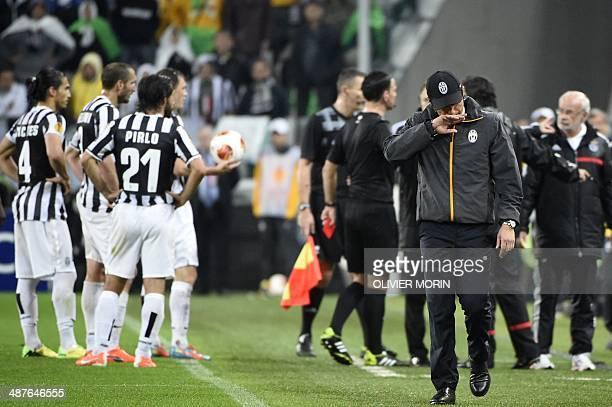 Juventus' coach Antonio Conte walk on the pitch as Juventus' players argue with Benfica's players and staff members during the UEFA Europa League...