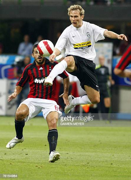 Juventus' Czech midfielder Pavel Nedved fights for the ball with AC Milan's midfielder Gennaro Ivan Gattuso 17 August 2007 during the Luigi...