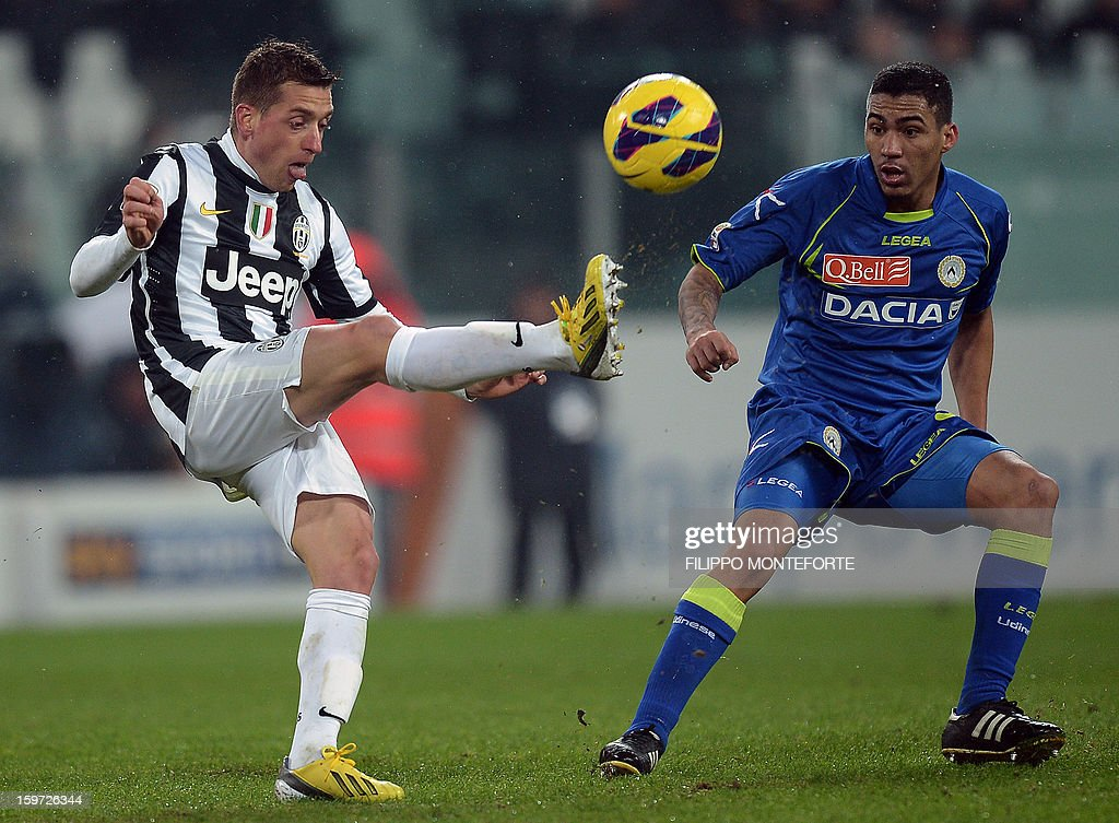 Juventus' defender Andrea Barzagli (L) vies with Udinese's Brasilian defender Danilo Larangeria during their Serie A football match in Turin's Juventus Stadium on January 19, 2013.