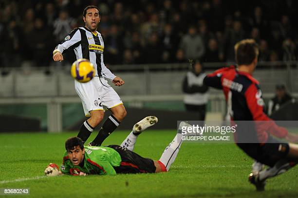 Juventus defender Cristian Molinaro and Genoa Brazilian goalkeeper Rubinho eye the ball saved on the line by Genoa's defender Domenico Criscito...