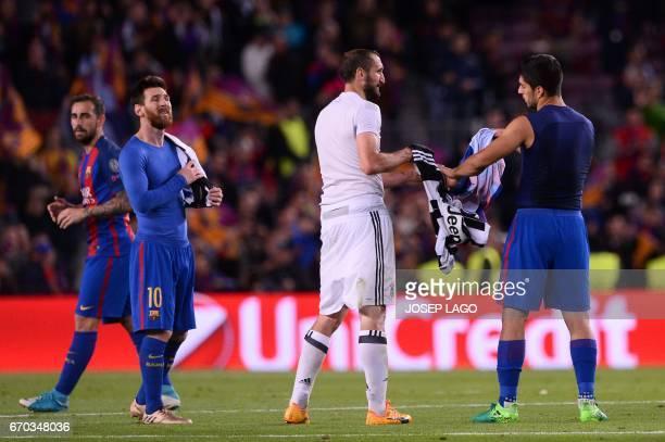 Juventus' defender Giorgio Chiellini and Barcelona's Uruguayan forward Luis Suarez exchange jerseys past Barcelona's Argentinian forward Lionel Messi...