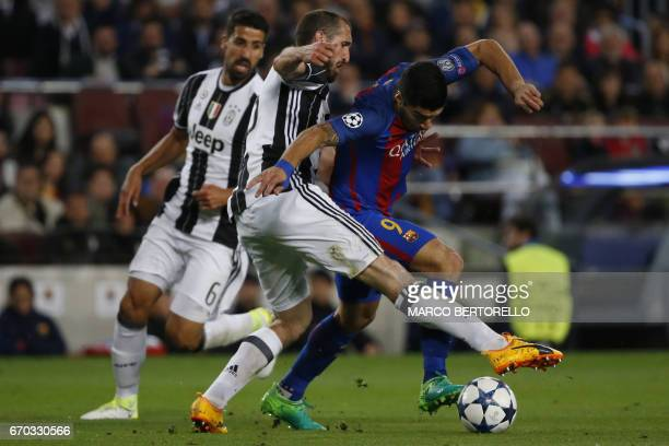 Juventus' defender Giorgio Chiellini vies with BBarcelona's Uruguayan forward Luis Suarez during the UEFA Champions League quarterfinal second leg...