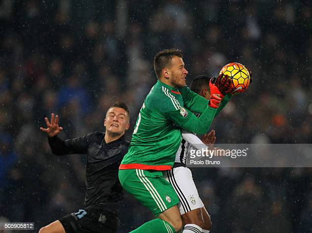 Juventus FC goalkeeper Norberto Murara Neto in action during the TIM Cup match between SS Lazio and Juventus FC at Stadio Olimpico on January 20 2016...