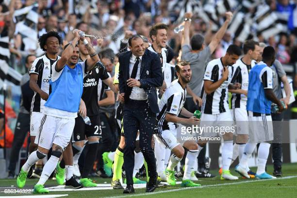 Juventus FC head coach Massimiliano Allegri and players celebrate after beating FC Crotone 30 to win the Serie A Championships at the end of the...