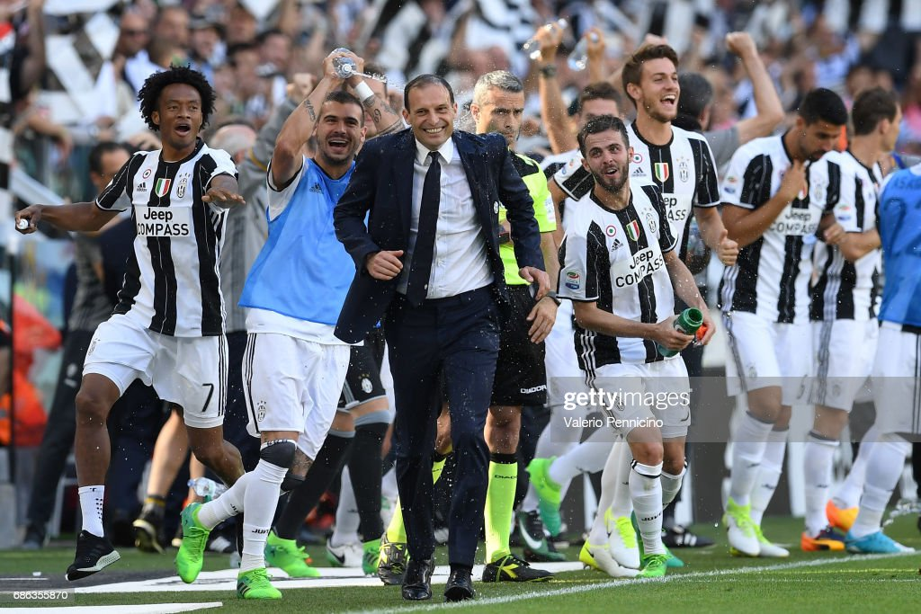 Juventus FC head coach Massimiliano Allegri and players celebrate after beating FC Crotone 3-0 to win the Serie A Championships at the end of the Serie A match between Juventus FC and FC Crotone at Juventus Stadium on May 21, 2017 in Turin, Italy.