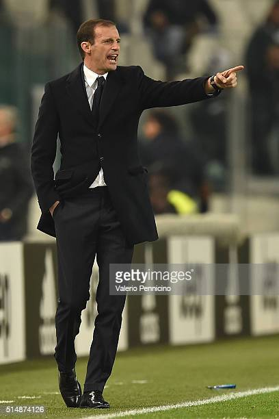 Juventus FC head coach Massimiliano Allegri shouts to his players during the Serie A match between Juventus FC and US Sassuolo Calcio at Juventus...