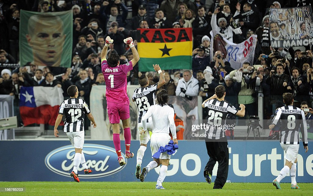 Juventus FC players celebrate victory at the end of the UEFA Champions League Group E match between Juventus and Chelsea FC at Juventus Arena on November 20, 2012 in Turin, Italy.