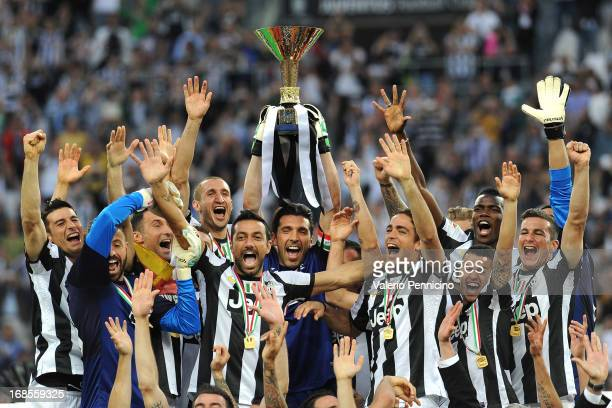 Juventus FC players celebrate with the Serie A trophy at the end of the Serie A match between Juventus and Cagliari Calcio at Juventus Arena on May...