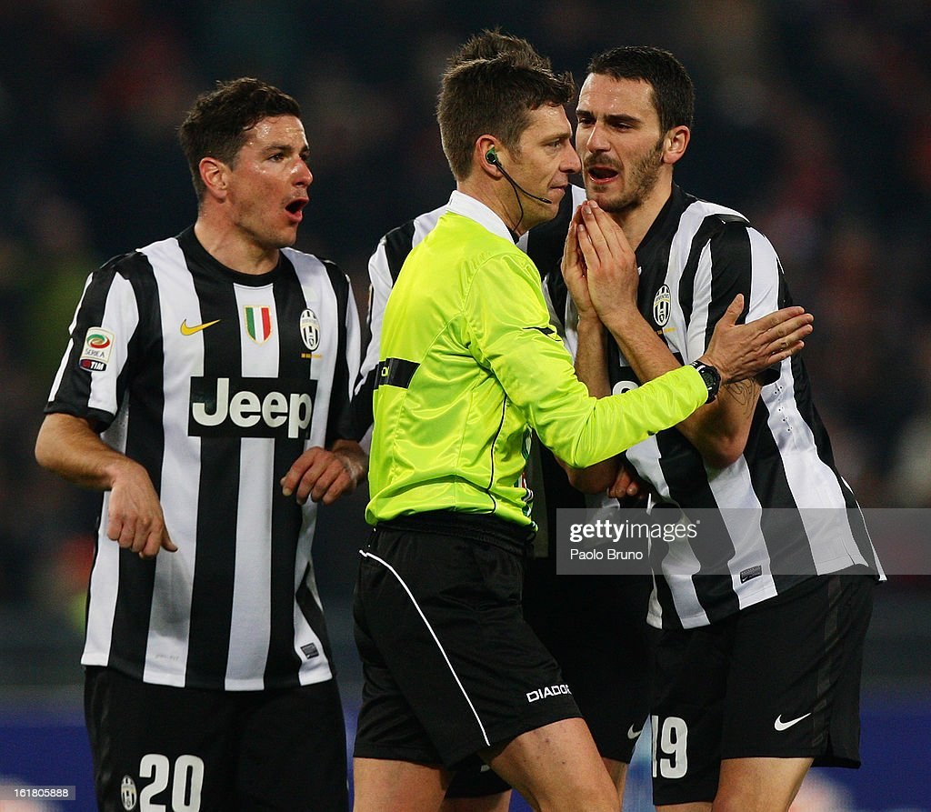 Juventus FC players protest with the referee Gianluca Rocchi during the Serie A match between AS Roma and Juventus FC at Stadio Olimpico on February 16, 2013 in Rome, Italy.