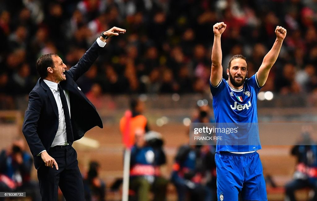 Juventus forward from Argentina Gonzalo Higuain (R) reacts after scoring the team's second goal next to Juventus' Italian head coach Massimiliano Allegri during the UEFA Champions League semi-final first leg football match between Monaco and Juventus at Stade Louis II Stadium in Monaco on May 3, 2017. /