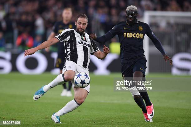 Juventus' forward from Argentina Gonzalo Higuain vies with Monaco's French midfielder Tiemoue Bakayoko during the UEFA Champions League semi final...