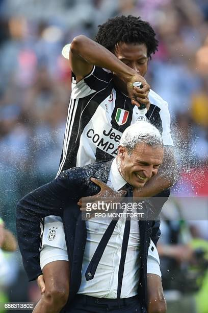 TOPSHOT Juventus' forward from Colombia Juan Cuadrado celebrates with Juventus' coach from Italy Massimiliano Allegri after winning the Italian Serie...