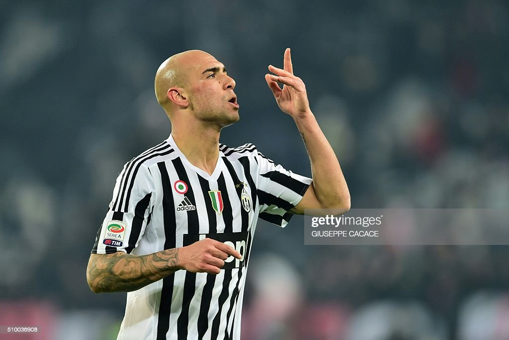 Juventus' forward from Italy Simone Zaza celebrates after scoring a goal during the Italian Serie A football match Juventus Vs Napoli on February 13, 2016 at the 'Juventus Stadium' in Turin. / AFP / GIUSEPPE CACACE