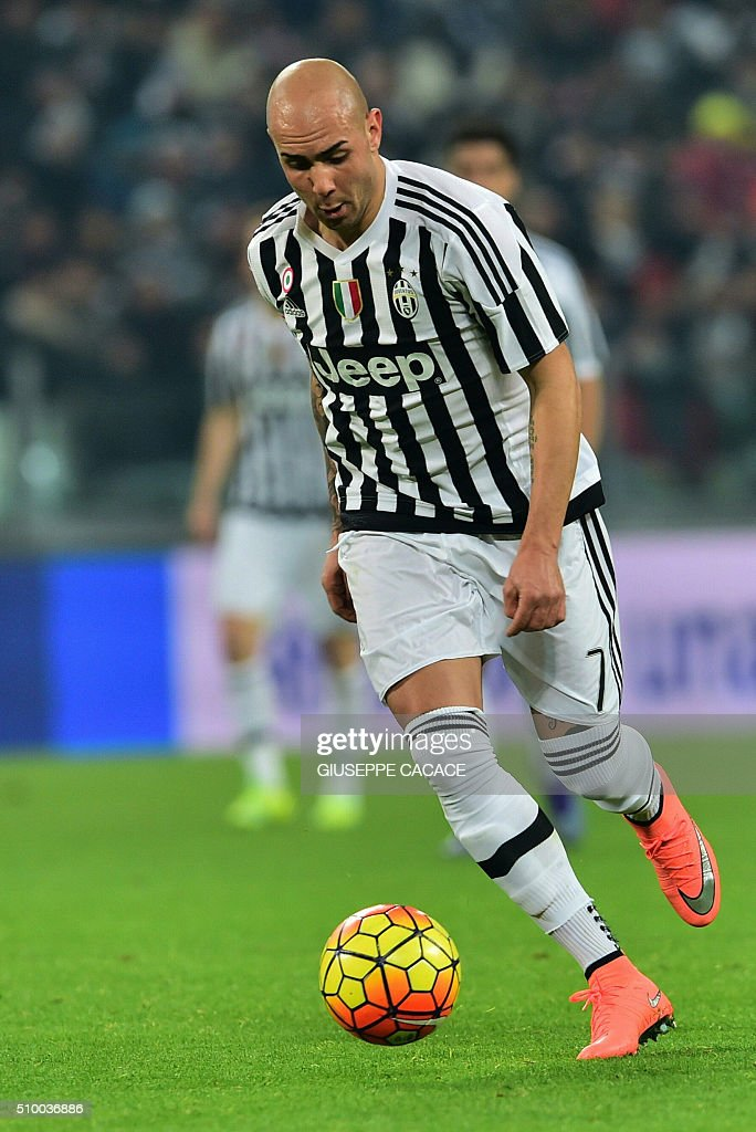 Juventus' forward from Italy Simone Zaza controls the ball on his way to score a goal during the Italian Serie A football match Juventus Vs Napoli on February 13, 2016 at the 'Juventus Stadium' in Turin. / AFP / GIUSEPPE CACACE