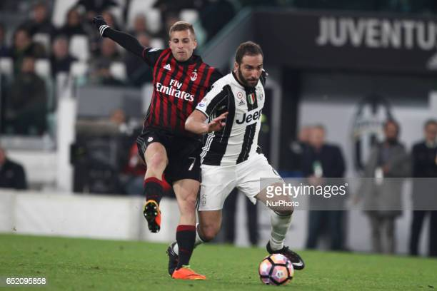 Juventus forward Gonzalo Higuain fights for the ball against Milan midfielder Gerard Deulofeu during the Serie A football match n28 JUVENTUS MILAN on...