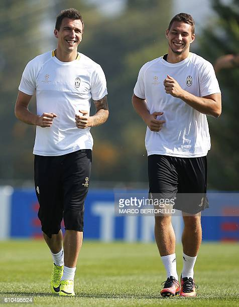 Juventus' forward Mario Mandzukic from Croatia and Juventus' midfielder Marko Pjaca from Croatia take part in a training session on the eve of the...