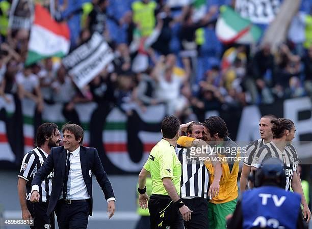 Juventus' forward Pablo Osvaldo celebrates with goalkeeper Gianluigi Buffon next to Juventus coach Antonio Conte after scoring at the end of the...