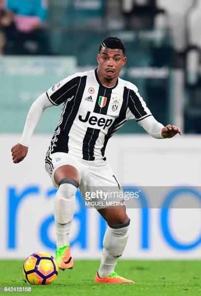 Juventus' Gabon midfielder Mario Lemina controls the ball during the Italian Serie A football match between Juventus and Palermo at the Juventus...