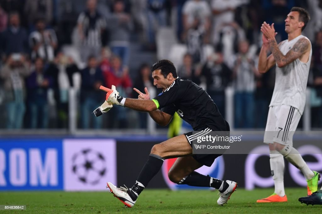 Juventus' goalkeeper from Italy Gianluigi Buffon celebrates at the end of the UEFA Champion's League Group D football match Juventus vs Olympiacos on September 27, 2017 at the Juventus stadium in Turin. Juventus won 2-0. / AFP PHOTO / Marco BERTORELLO