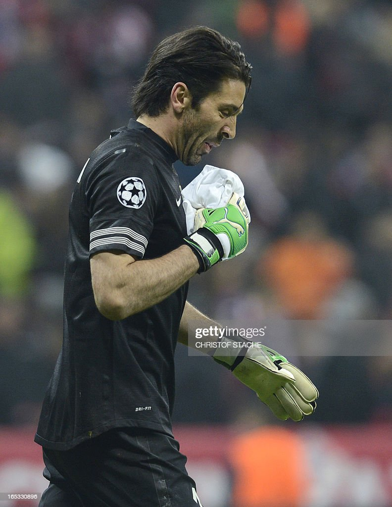 Juventus' goalkeeper Gianluigi Buffon holds a towel after having his noise hurt during the UEFA Champions League quarter final football match FC Bayern Munich vs Juventus Turin in Munich, southern Germany, on April 2, 2013.