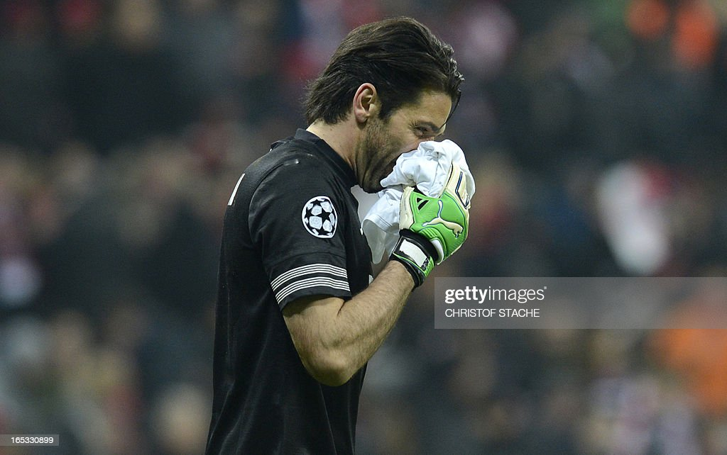 Juventus' goalkeeper Gianluigi Buffon holds a towel after having his noise hurt during the UEFA Champions League quarter final football match FC Bayern Munich vs Juventus Turin in Munich, southern Germany, on April 2, 2013. AFP PHOTO / CHRISTOF STACHE
