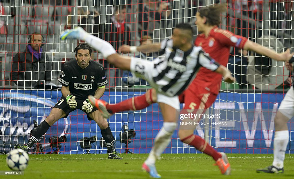Juventus' goalkeeper Gianluigi Buffon (L) keeps an eye on the ball while Juventus' Chilean midfielder Arturo Vidal (C) and Bayern Munich's Dutch defender Daniel van Buyten vie for the ball during the UEFA Champions League quarter final football match FC Bayern Munich vs Juventus Turin in Munich, southern Germany, on April 2, 2013. Bayern Munich won the match 2-0.