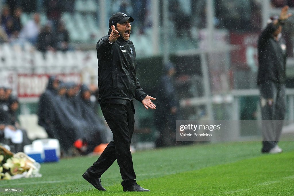 Juventus head coach Antonio Conte shouts to his players during the Serie A match between Torino FC and Juventus at Stadio Olimpico di Torino on April 28, 2013 in Turin, Italy.