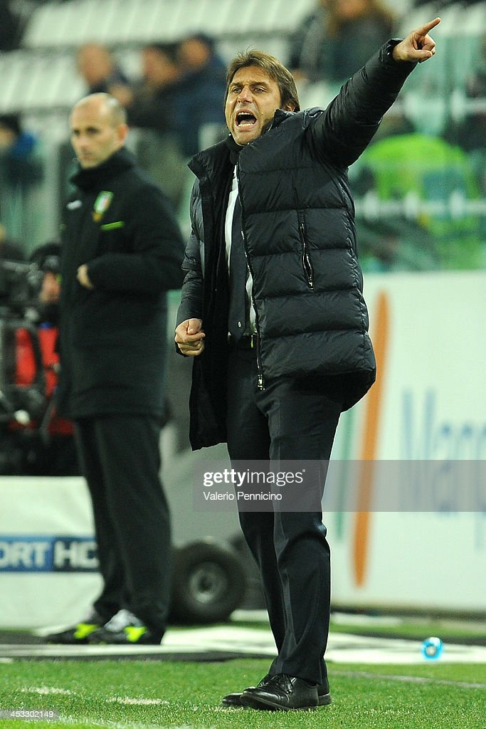 Juventus head coach Antonio Conte shouts to his players during the Serie A match between Juventus and Udinese Calcio at Juventus Arena on December 1, 2013 in Turin, Italy.