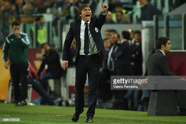 Juventus head coach Antonio Conte shouts to his players during the UEFA Europa League semi final match between Juventus and SL Benfica at Juventus...
