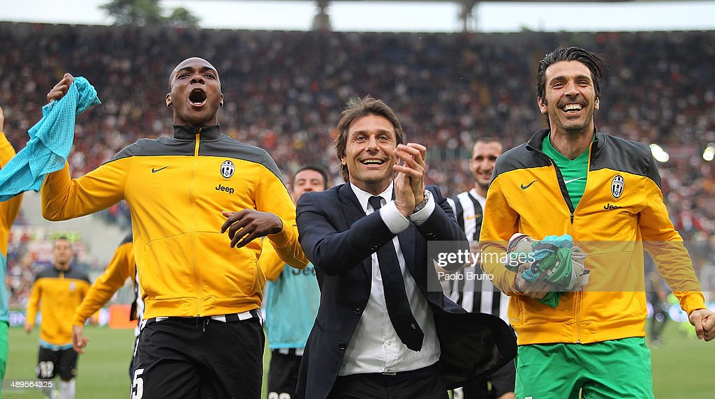 Juventus head coach <a gi-track='captionPersonalityLinkClicked' href=/galleries/search?phrase=Antonio+Conte&family=editorial&specificpeople=2379002 ng-click='$event.stopPropagation()'>Antonio Conte</a> (C) with his teammates celebrates the victory after the Serie A match between AS Roma and Juventus at Stadio Olimpico on May 11, 2014 in Rome, Italy.