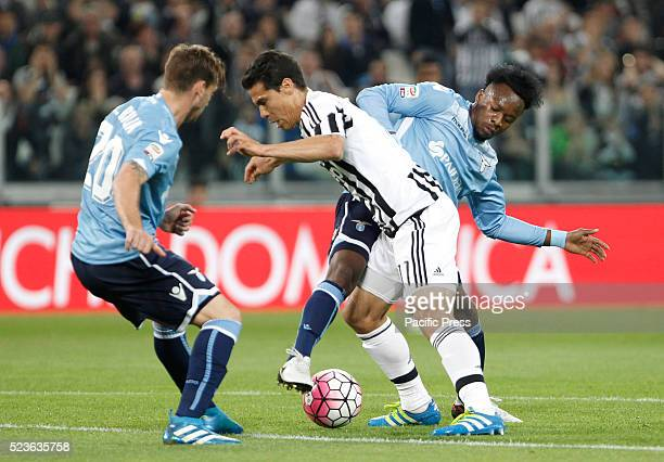Juventus' Hernanes center is challenged by Lazio's Lucas Biglia left and Keita Balde Diao during the Italian Serie A soccer match between Juventus...