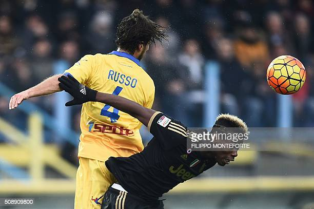 TOPSHOT Juventus' midfielder from France Paul Pogba fights for the ball with Frosinone's defender from Italy Adriano Russo during the Italian Serie A...