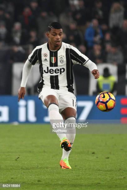 Juventus midfielder Mario Lemina controls the ball during the Serie A football match n25 JUVENTUS PALERMO on at the Juventus Stadium in Turin Italy
