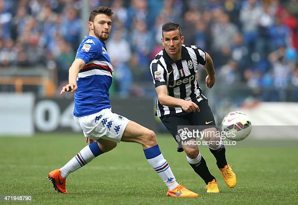 Juventus' midfielder Simone Padoin fights for the ball with Sampdoria's midfielder Luca Rizzo during the Italian Serie A football match Sampdoria vs...
