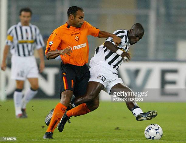 Juventus midfielder Stephen Appiah vies with Rome's counterpart Brazilian Ferreira Emerson 21 Septembre 2003 at Stadium delli Alpi in Turin during...
