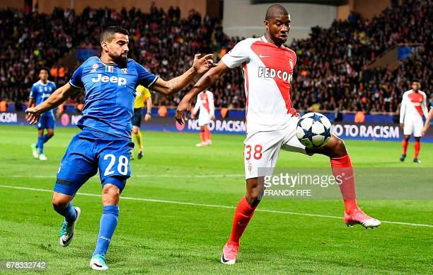 Juventus' midfielder Tomas Rincon vies with Monaco's Malian defender Almamy Toure during the UEFA Champions League semifinal first leg football match...