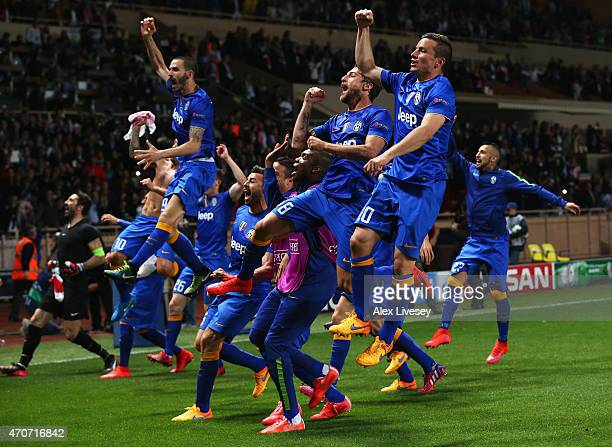 Juventus players celebrate after the UEFA Champions League quarterfinal second leg match between AS Monaco FC and Juventus at Stade Louis II on April...