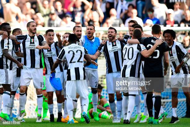 Juventus' players celebrate after winning the Italian Serie A football match Juventus vs Crotone and the 'Scudetto' on May 21 2017 at the Juventus...