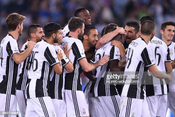 TOPSHOT Juventus players celebrate after winning the Italian Tim Cup final on May 17 2017 at the Olympic stadium in Rome Dani Alves and Leonardo...