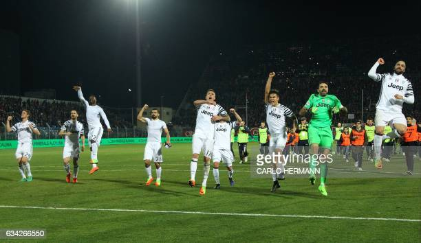 Juventus' players celebrate at the end of the Italian Serie A football match between FC Crotone and Juventus FC on February 8 2017 at the Ezio Scida...