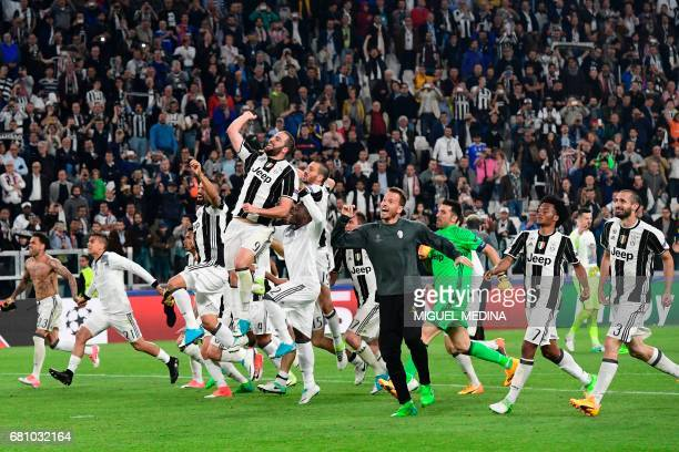 TOPSHOT Juventus' players celebrate at the end of the UEFA Champions League semi final second leg football match Juventus vs Monaco on May 9 2017 at...