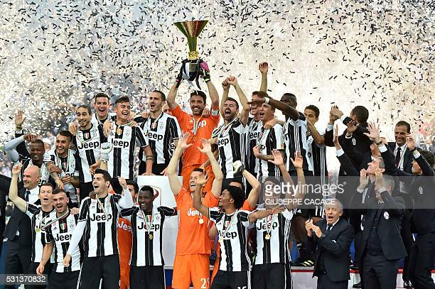 Juventus' players celebrate their Serie A title after the Italian Serie A football match Juventus vs Sampdoria on May 14 2016 at the 'Juventus...