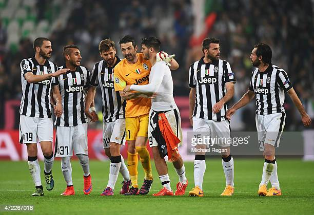 Juventus players celebrate victory after the UEFA Champions League semi final first leg match between Juventus and Real Madrid CF at Juventus Arena...