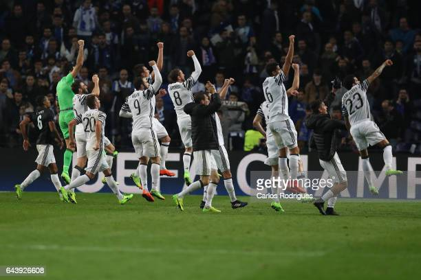 Juventus players celebrating wining the match during the match between FC Porto v Juventus UEFA Champions League Round of 16 First Leg match at...
