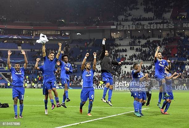 Juventus' players jubilate after winning the Champions League football match between Olympique Lyonnais and Juventus on October 18 2016 at the Parc...